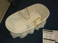 Baby Moses Basket With Rocking pine stand