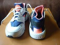 Nike Huarache Air Trainer Size 7 / 41