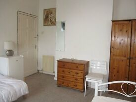 Extra large double room to rent all inclusive 20 min walk from hampton court