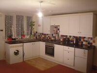 One Bedroom Flat Central Twickenham TW1 near Buses Supermarkets Thames Riverside 5m/walk Rail St'n