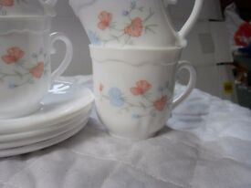 "Arcopal ""sweet pea"" tea set 4 cups and 4 saucers"