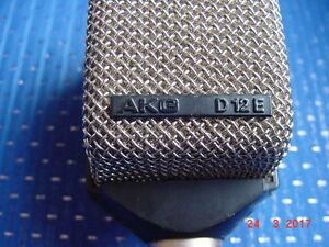 D-12E-AKG-micro-para-bombo-Clasico-Vintage-con-pinza
