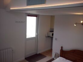Fully-furnished one bed studio for seasonal workers. With garden and parking.