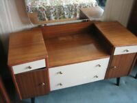 VINTAGE/ANTIQUE MID-CENTURY TEAK DRESSING TABLE WITH LARGE MIRROR FREE LOCAL DELIVERY