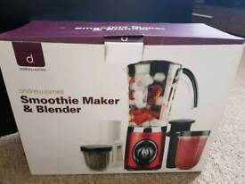 Smoothie maker and blender