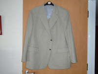 GENTS CREAM LINEN FABRIC JACKET, WORN ONLY ONCE ON a CRUISE, SIZE 50/52