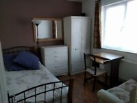 Nice & clean room available in Colliers Wood, zone 3. All bills included. Available now!