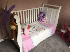 BABY COT/BED (VIB) & MATCHING CHEST OF DRAWERS & CHANGING TABLE
