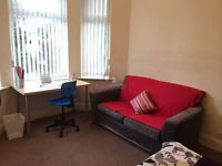 AVAILABLE NOW!!! Bedsit room with own kitchen...