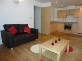 [REF:UQ92Sh] *AVAILABLE NOW 2 person share Luxury own bathroom city centre