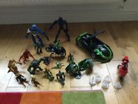 Ben 10 bundle incl. cars, motorbikes, characters, two monitors, 10 other characters and Lego figures