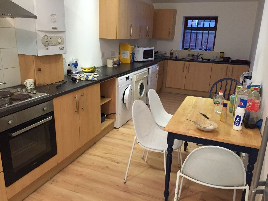 6 bed room house, Cawdor Rd Fallowfield close to all amenities, University, City Centre, transport