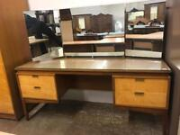 Retro dressing table with triple mirror and tappered legs