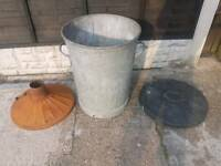Metal dustbin with 2 lids