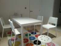 Extendable dining table 120/180 cm and 4 chairs (+ 4 stools)