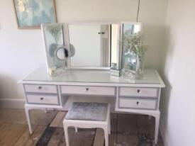 Stag kneehole dressing table,3x mirrors & stool