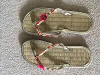 Flip flops size 6