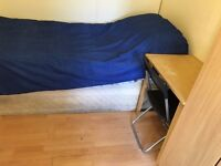 single room to let @ e16 3dz bills inclusive 5 min walk station zone 3 close to city available now!!