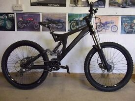 Specialized BIGHIT 2006 med downhill mountain bike.