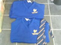 honywood community science school/2 school jumpers size 34 with tie
