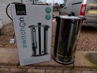 Electric hot water urn
