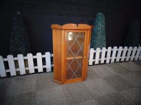 SOLID PINE WALL CORNER UNIT VERY SOLID UNIT AND IN EXCELLENT CONDITION 46/29/66 cm £10