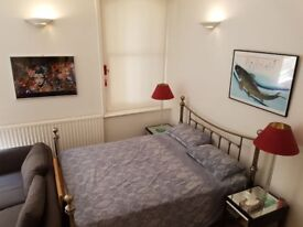 Short term 'holiday let' in Mayfair, minutes from Bond Street tube inc WIFI, daily or weekly