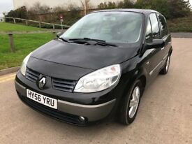 Renault megane scenic 5 seater family car