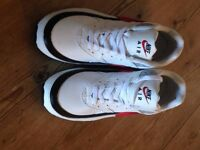 Nike Air & Nike T-Lite XI Trainers Men's Size 10