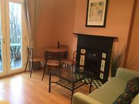 Fab Double Room in great Flatshare, 1 min station