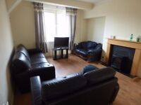 HYVOT BANK AVENUE, GILMERTON EDINBURGH 3 BED ROOM UPPER VILLA FLAT / HOUSE