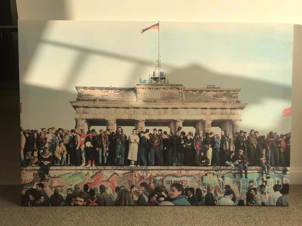 Large Canvas Print - The day Berlin Wall fell