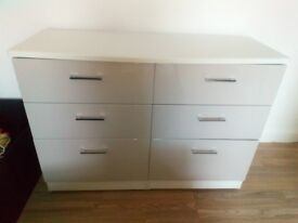 Brand new gloss chest of drawers