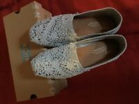 Toms in silver lace