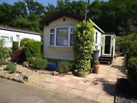 Lovely mobile home, Pyrford, Woking, backing woodland, nearby National Trust, Wey Navigation, walks.