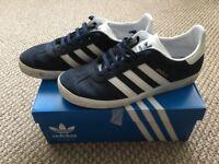 Mens/women's adidas Gazelle J UK 5 1/2 blue/white