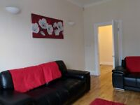 Spacious furnished top floor flat set in the heart of the South Side.