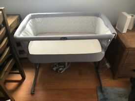 Chicco Next To Me Bedside Crib (circle grey) and bedding