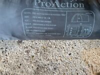 Pro action 6 person family tent with 2 bedrooms walk in height with pegs in very good condition