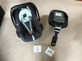 Pre-loved Maxi-Cosi 0+/1 car seat with isofix base.