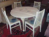 VINTAGE CIRCULAR DROP LEAF TABLE AND FOUR MATCHING CHAIRS - WHITE/CREAM