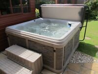 Durasport G2. Hot Tub with Steps and Easy Lift Cover