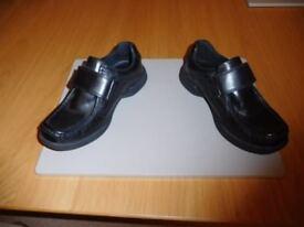 Boys school shoes black size 3