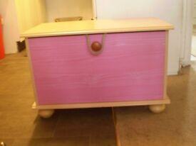 storage chest/toy box