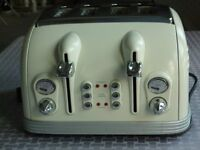 ABSOLUTE BARGAIN! DELONGHI 4 SLICE TOASTER. EXCELLENT CONDITION. ONLY £15!