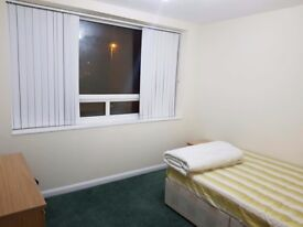 Double Room to let in a 2bedroom flat.