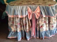 Stunning Vintage Dressing Table + matching dbl cotton throw quilt + valance,2 x Cushions, Lampshade