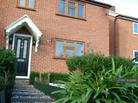 3 bedroom house in Macon Way, Upminster, RM14 (3 bed)