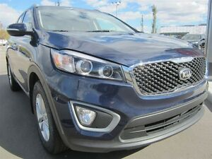 2016 Kia Sorento LX-AWD! Heated seats, alloys, back up sensors!