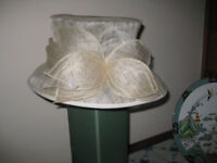 A TRULY DELIGHTFUL AND LOVELY HAT FOR A WEDDING OR ASCOT